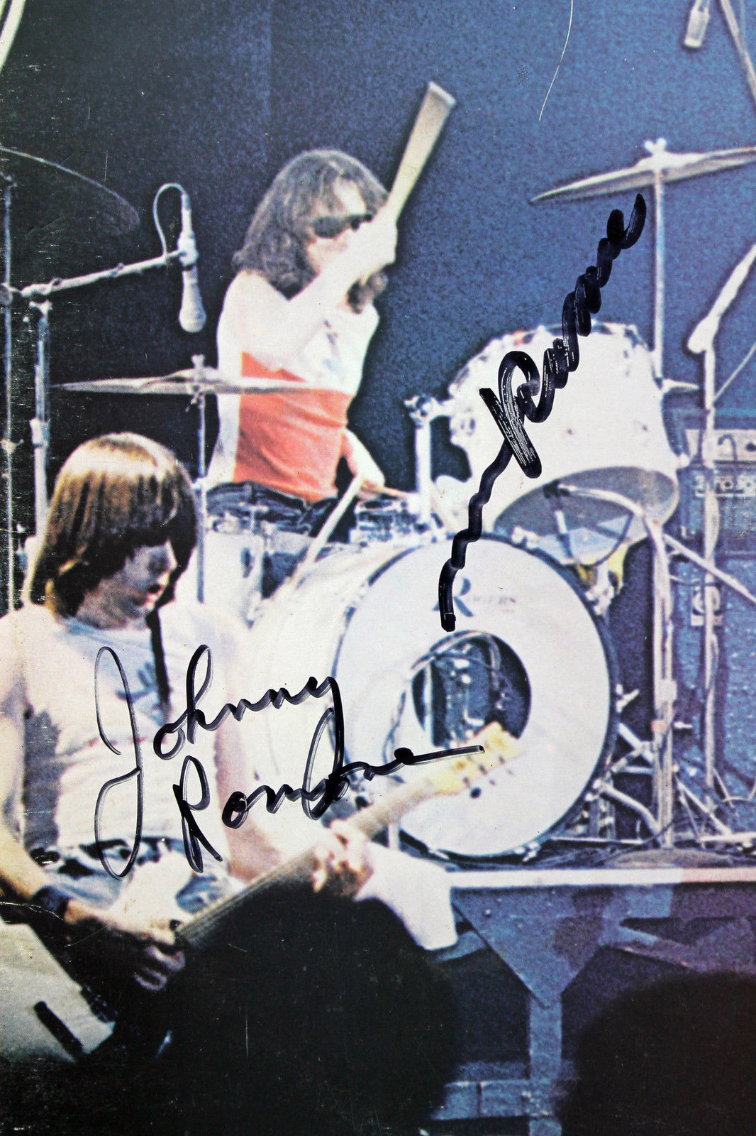 lot detail the ramones group signed it 39 s alive record album psa dna. Black Bedroom Furniture Sets. Home Design Ideas