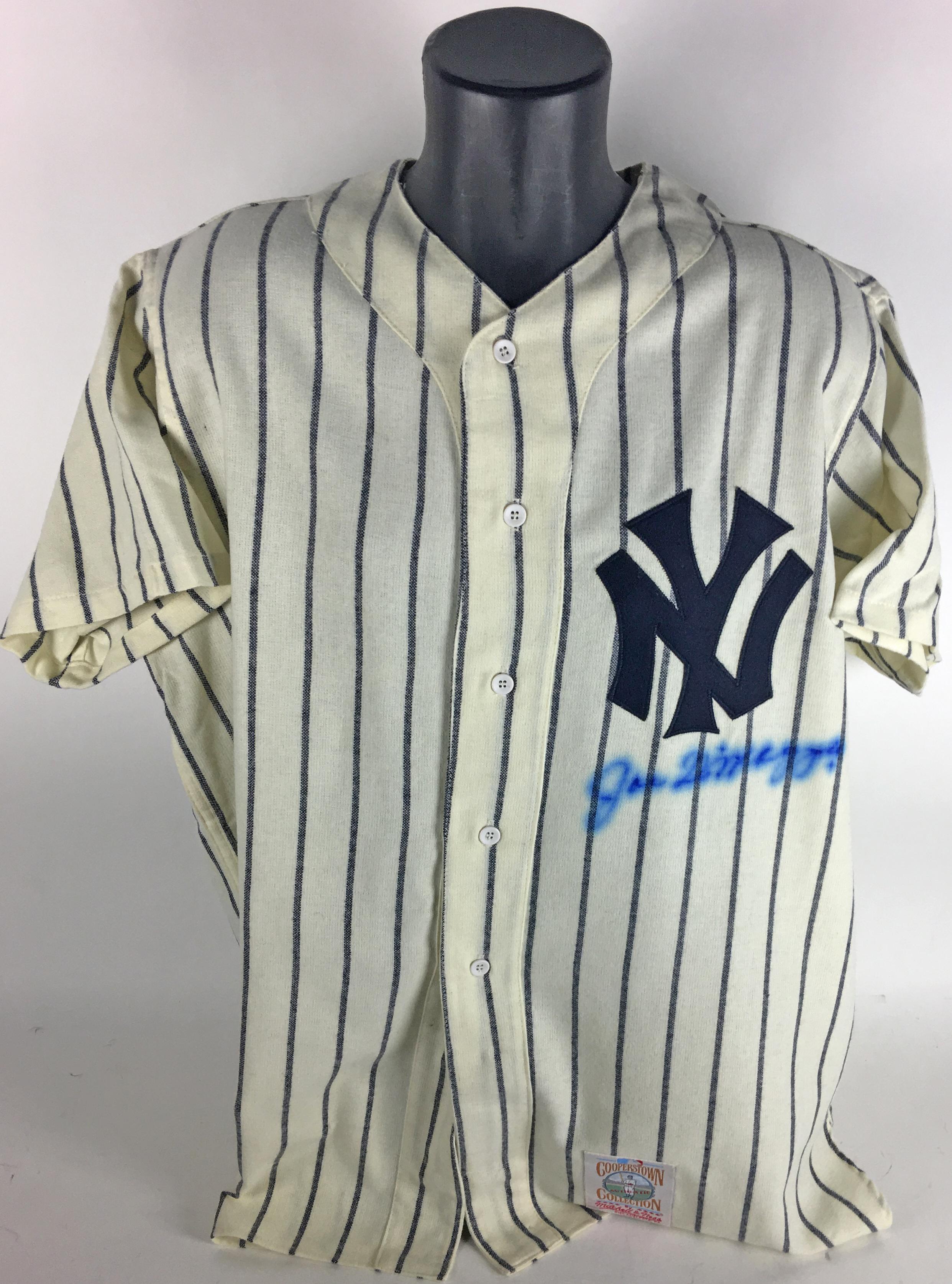 official photos 1b274 0a7c9 Lot Detail - Joe DiMaggio Signed Mitchell & Ness Yankees ...