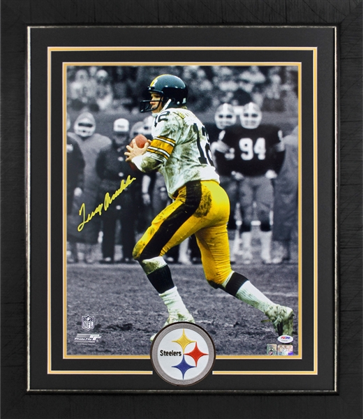 Terry Bradshaw Signed 16 x 20 Photograph in Custom Framed Display (PSA/DNA)