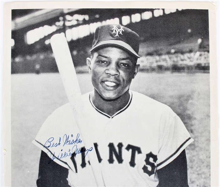 Willie Mays Vintage Signed 8 x 10 Giants Magazine Photograph w/ Rookie-Era Signature (JSA)