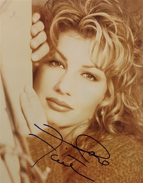 Faith Hill In-Person Signed 8 x 10 Color Photo (John Brennan Collection)(Beckett/BAS Guaranteed)