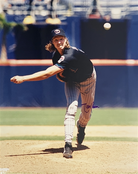 Randy Johnson Signed 16 x 20 Color Photo (Beckett/BAS Guaranteed)