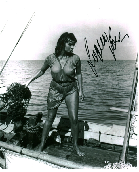 Sophia Loren Signed 8 x 10 Photograph (Beckett/BAS Guaranteed)