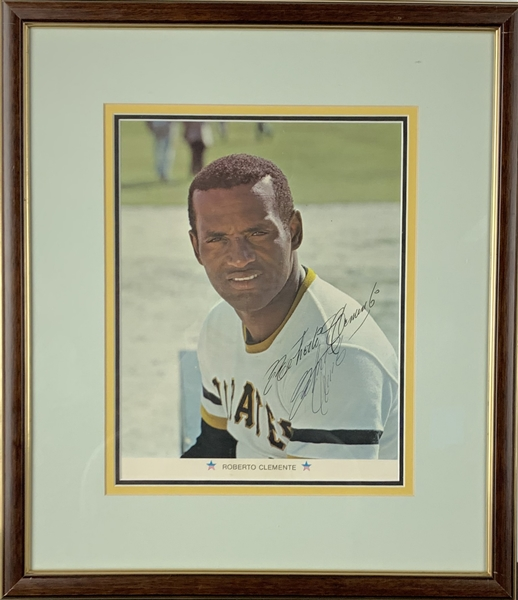 Roberto Clemente Signed 7.5 x 9.5 1971 Arco Pirates Promotional Color Picture Card (PSA/DNA)